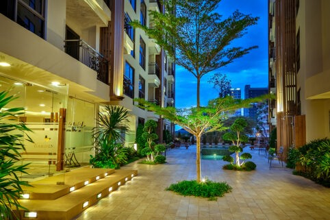 芭堤雅公寓出售相当方便的位置城市花园普拉图姆纳克舒适海滩低价格