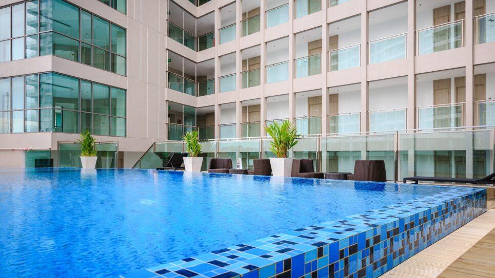 房地产房地产芭堤雅游泳池普拉图姆纳克山公寓在舒适海滩