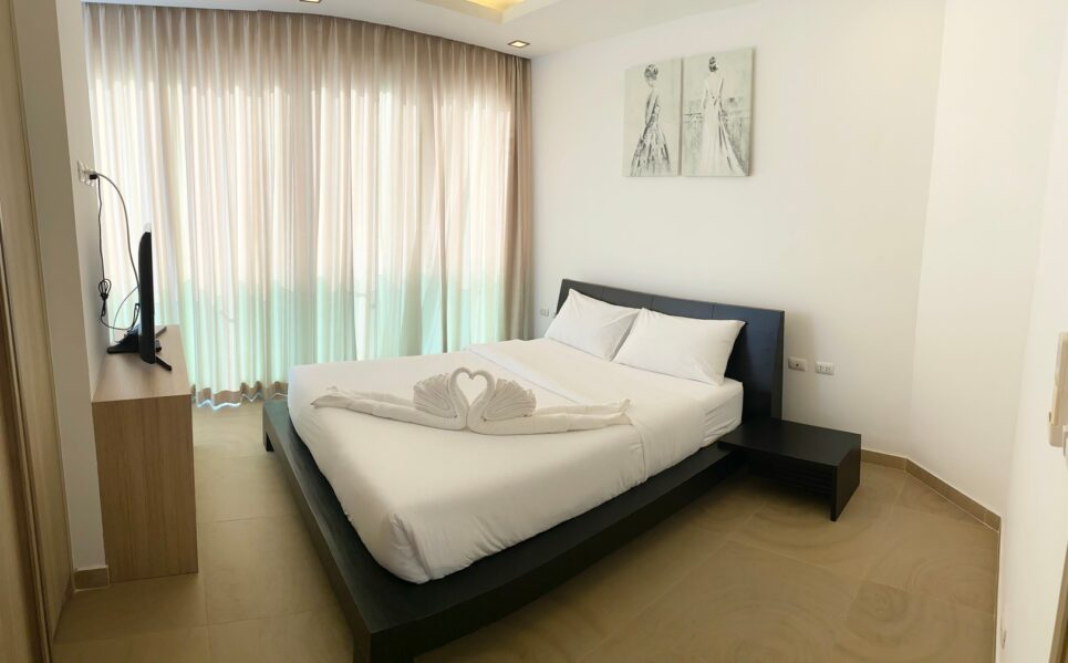 Room to Rent Pattaya Fully-Furnished Paradise Ocean View Condominium Thailand