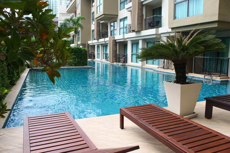 芭堤雅房地产出售优质家具在一居室城市花园热带